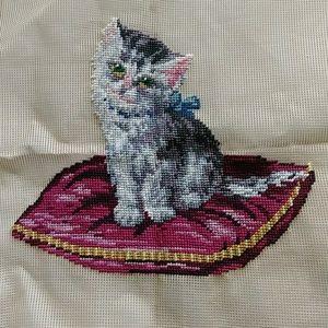 Vintage preworked crewel kitten on pillow design